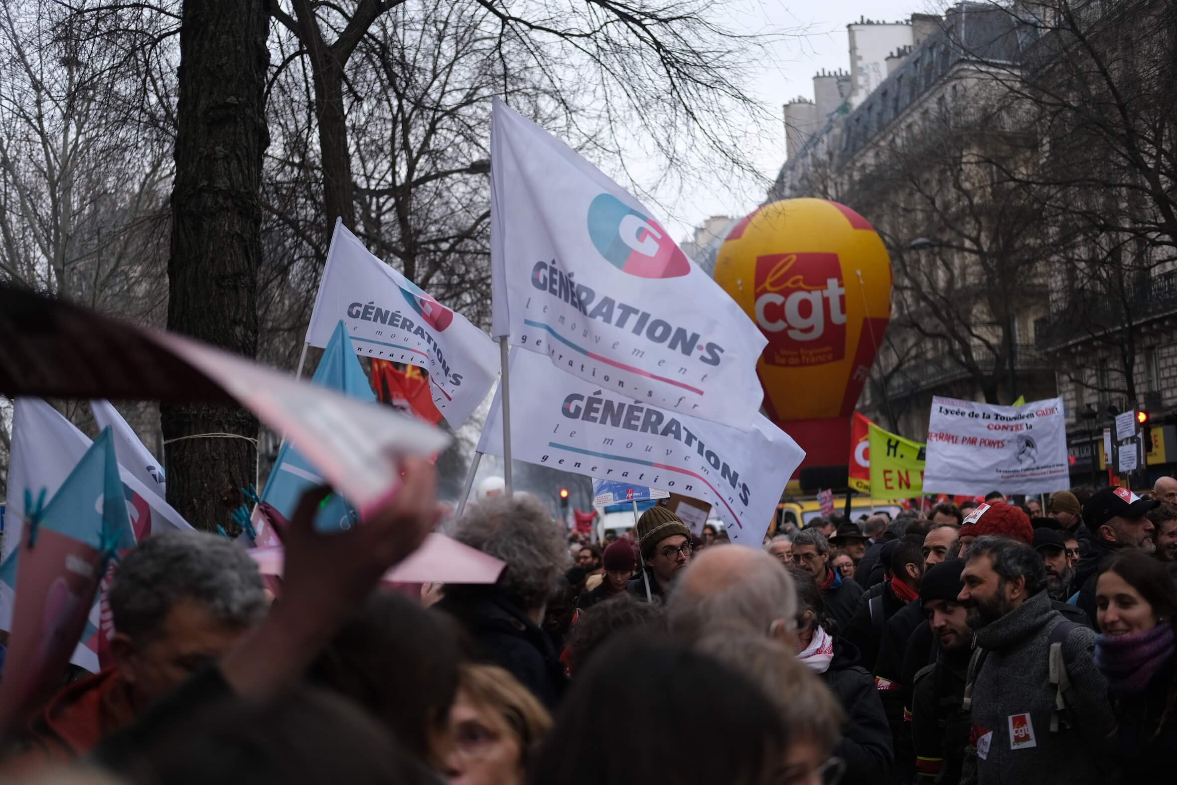Visuel Génération.s dénonce l'utilisation du 49.3 par le gouvernement pour faire passer en force sa réforme des retraites